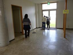 ホール掃除2.JPG