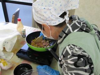昼ご飯作りH28.12.JPG
